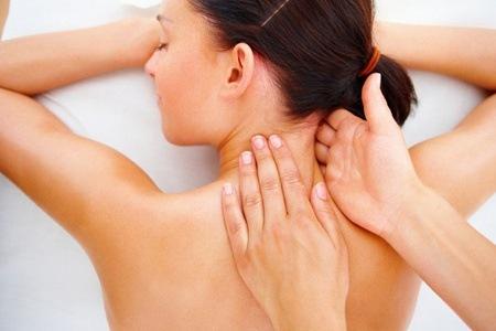 ấn huyệt cổ giúp massage đầu